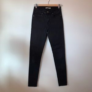Levi's 721 High Rise Skinny in Black
